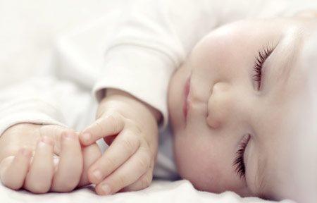 hình ảnh em bé đang ngủ