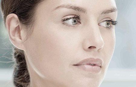 Hình ảnh gương mặt của người phụ nữ
