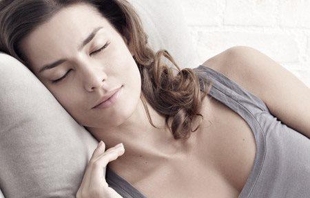 Hình ảnh người phụ nữ đang ngủ