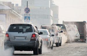 Những chiếc xe ô tô đang tham gia giao thông